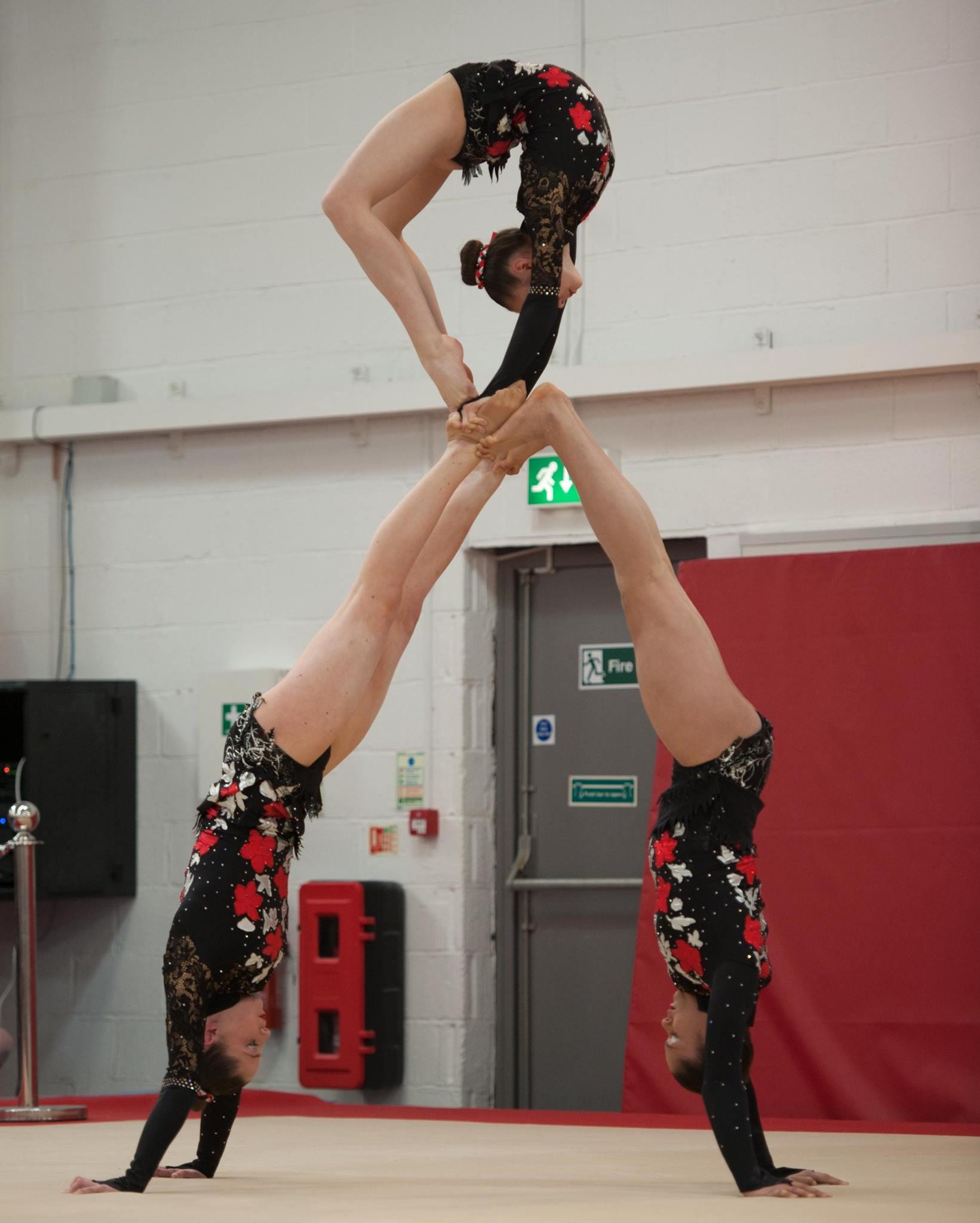 Acrobatic gymnastics, balance - trio teepee ring -